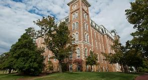 阿肯色大學 – 費耶特維爾校區