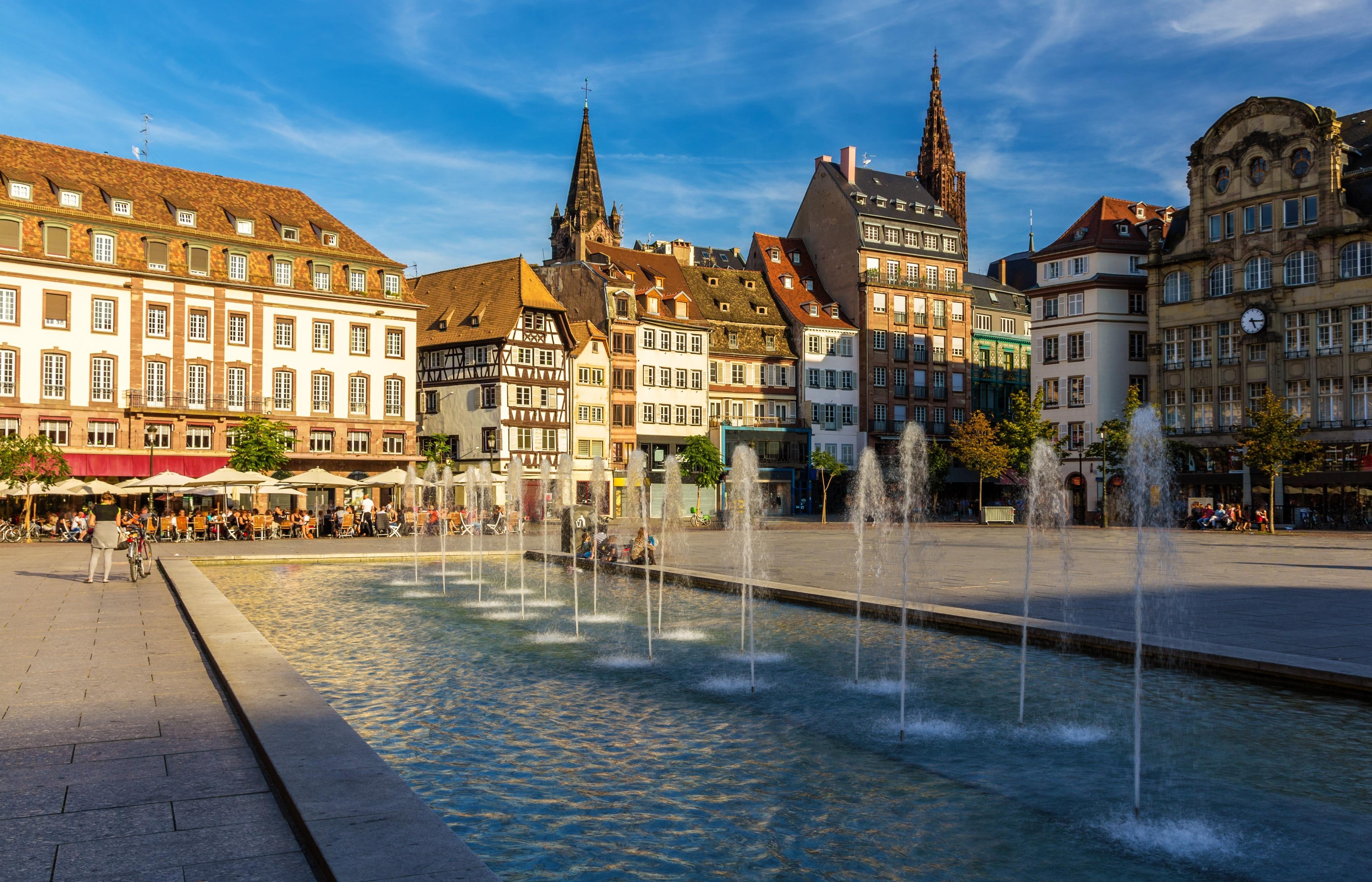 Pour en savoir davantage sur les événements qui ont marqué Strasbourg, faites une halte à Place Kléber. Ce lieu de séjour idéal pour les promenades aura vite fait de vous plaire grâce à sa cathédrale et à ses boutiques.