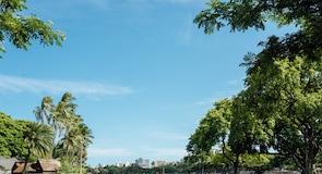 Queen Kapiʻolani Regional Park