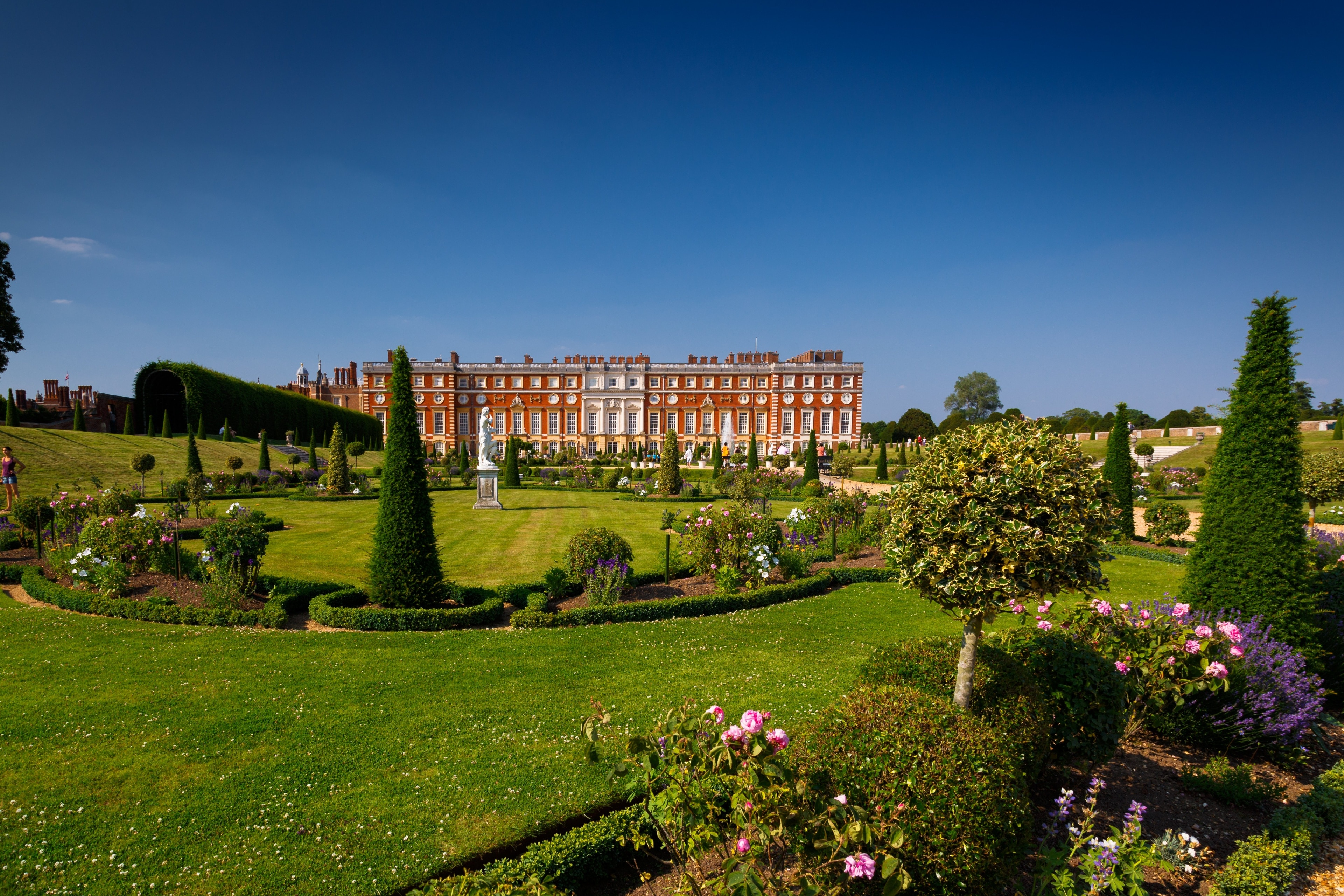 You can browse the exhibits at Hampton Court Palace, a museum with a story of its own, during your holiday in East Molesey. Experience the acclaimed art galleries and fascinating museums in this vibrant area.