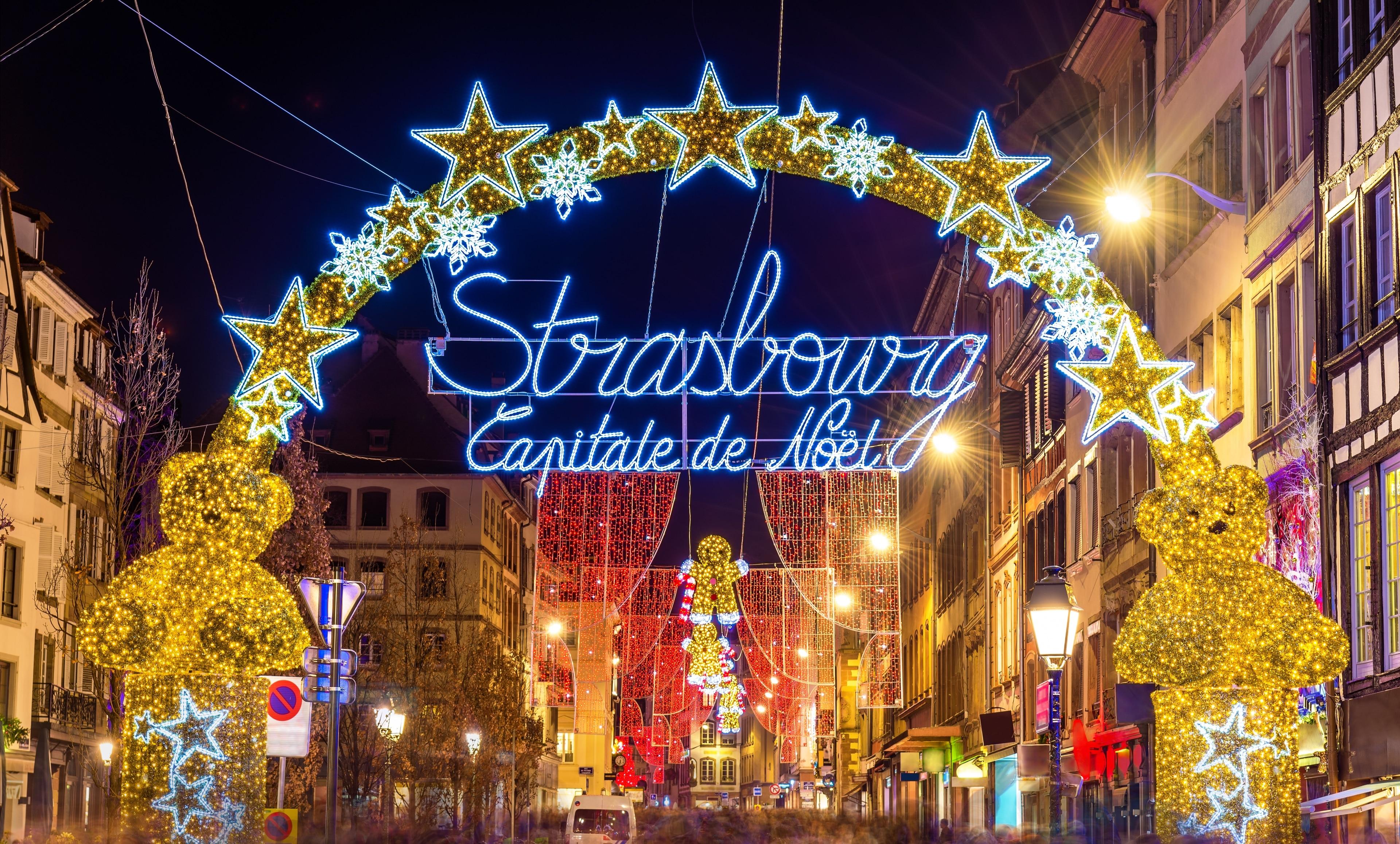 Sie sind auf der Suche nach einer tollen Shoppingmöglichkeit in Straßburg? Strasbourg Christmas Market ist ein Mekka für Freunde des gepflegten Einkaufsbummels. Nehmen Sie sich Zeit für die beeindruckende Kathedrale und verschönern Sie Ihren Aufenthalt mit Touren durch die Region in dieser fußgängerfreundlichen Gegend.