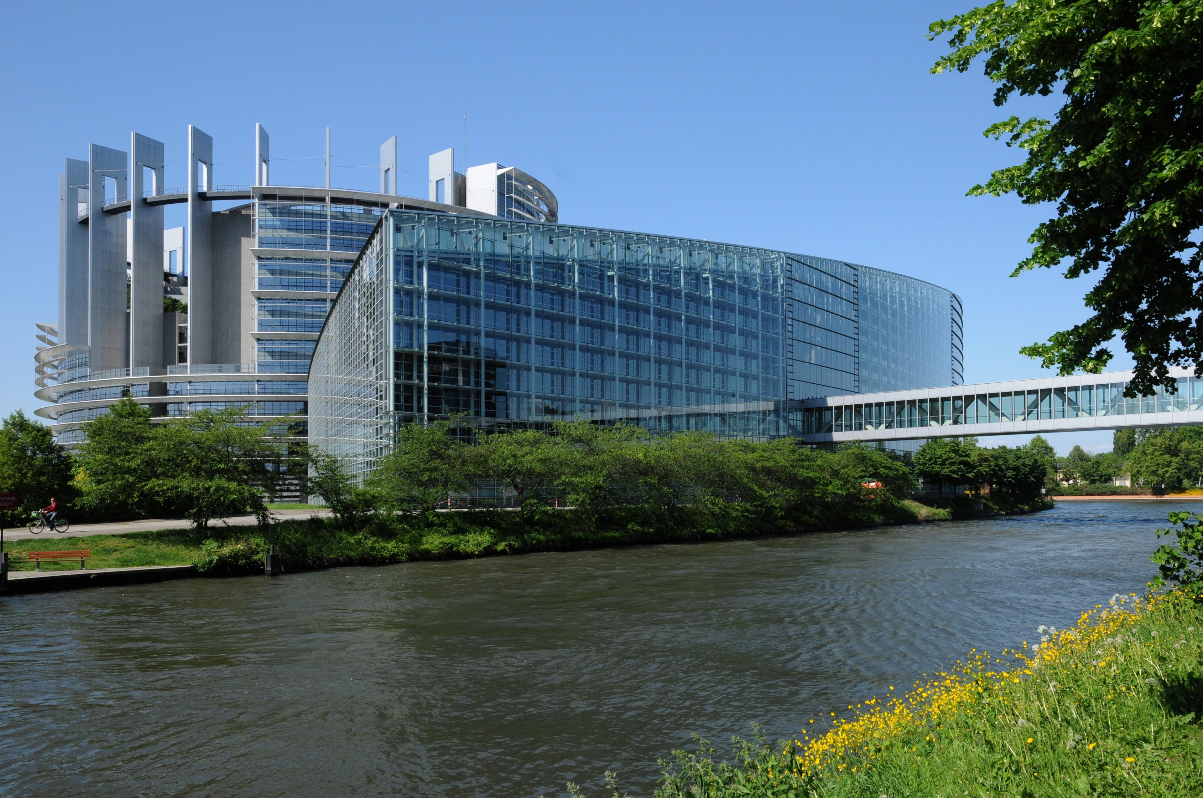 Nachdem Sie Europäisches Parlament einen Besuch abgestattet haben, sollten Sie auch die weiteren Sehenswürdigkeiten und Aktivitäten in Straßburg nicht außer Acht lassen. Nehmen Sie sich Zeit für die Einkaufsmöglichkeiten und verschönern Sie Ihren Aufenthalt mit Touren durch die Region in dieser fußgängerfreundlichen Gegend.