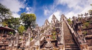 Храм Лемпуянг-Лухур