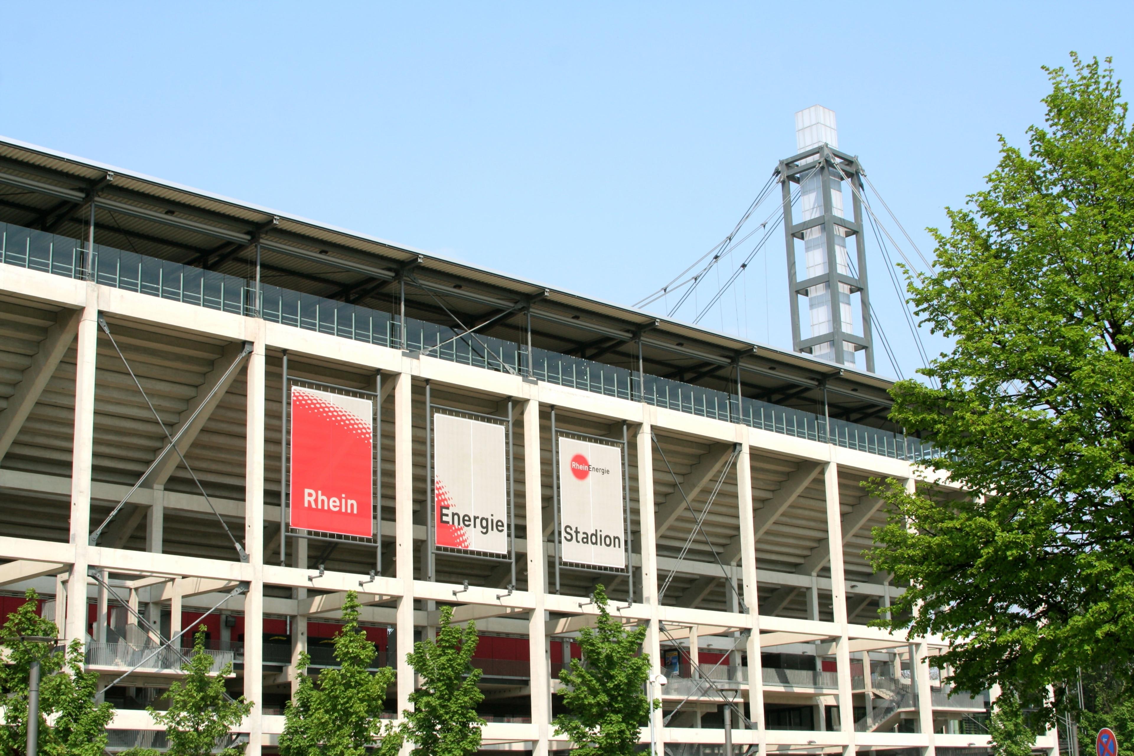 Profitez de votre séjour à Cologne pour assister à un événement particulier lors d'un détour par Stade RheinEnergieStadion. Rendez-vous auprès de cet endroit très riche culturellement et offrez-vous une balade revigorante le long de ses berges ou laissez-vous tenter par ses chocolats.