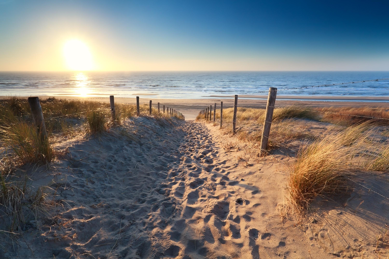 Tillbringa en lat dag i solen på Het strand van Zandvoort under din resa till Zandvoort. Läget vid havet lockar till härliga promenader i området.