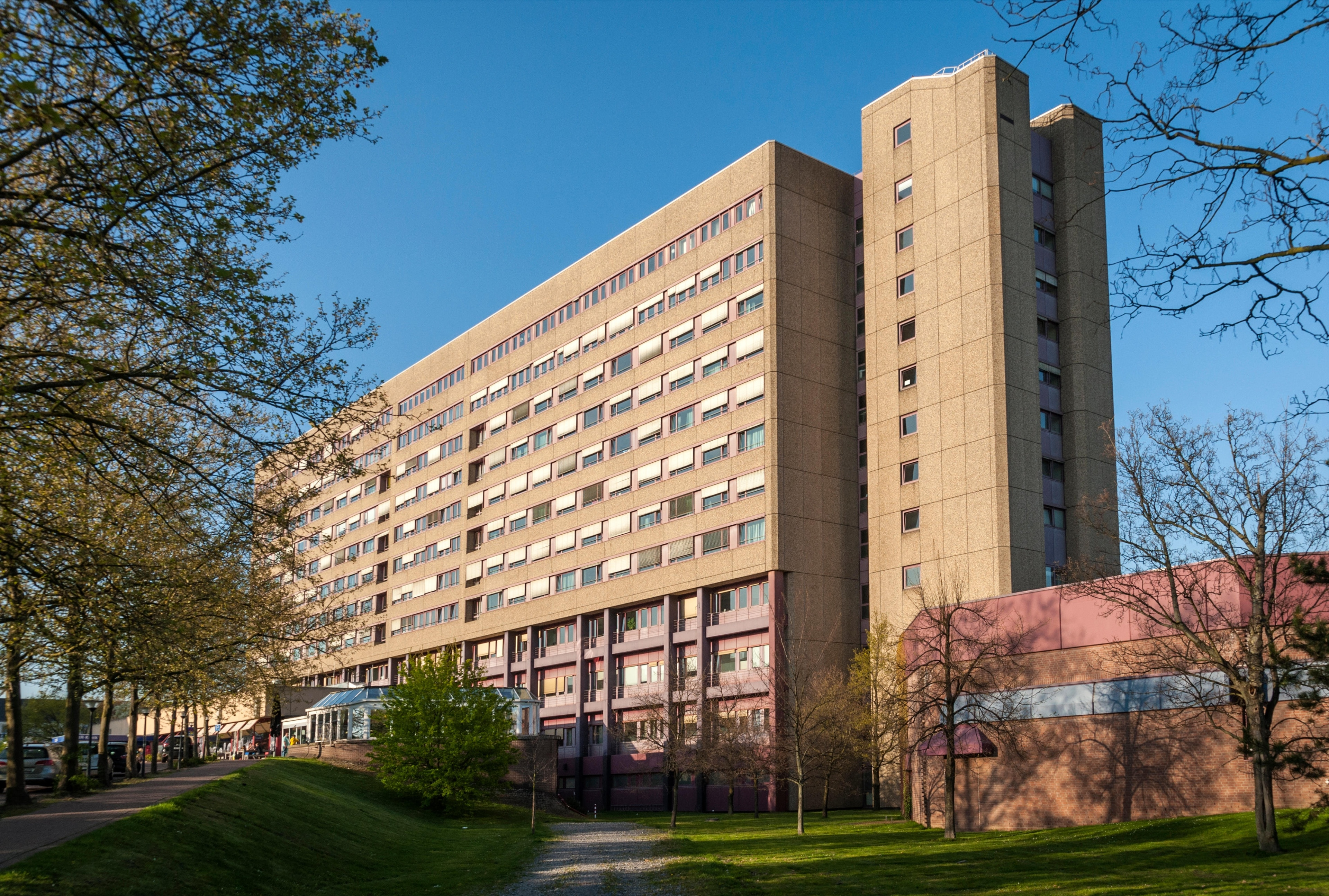 Imprégnez-vous de l'ambiance estudiantine à Université de Düsseldorf durant votre séjour à Düsseldorf. Lors de votre passage dans la région, réservez un peu de temps dans votre agenda afin de découvrir ses boutiques.