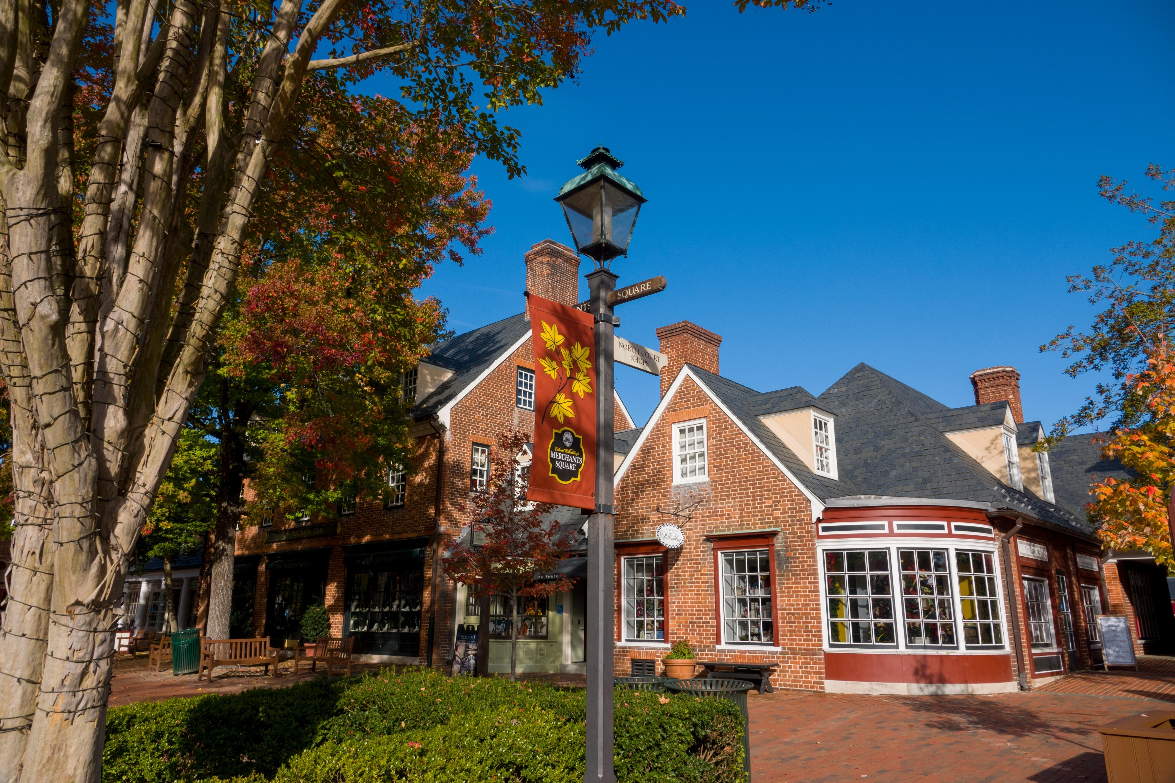 During your visit to Williamsburg, you can do some window-shopping at Merchants Square. Amble around this family-friendly area's picturesque gardens and enjoy its top-notch restaurants.