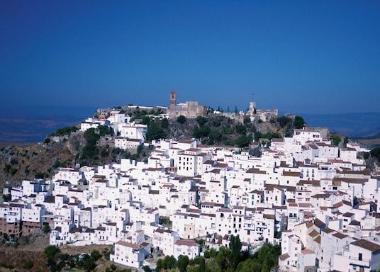卡薩雷斯, 西班牙
