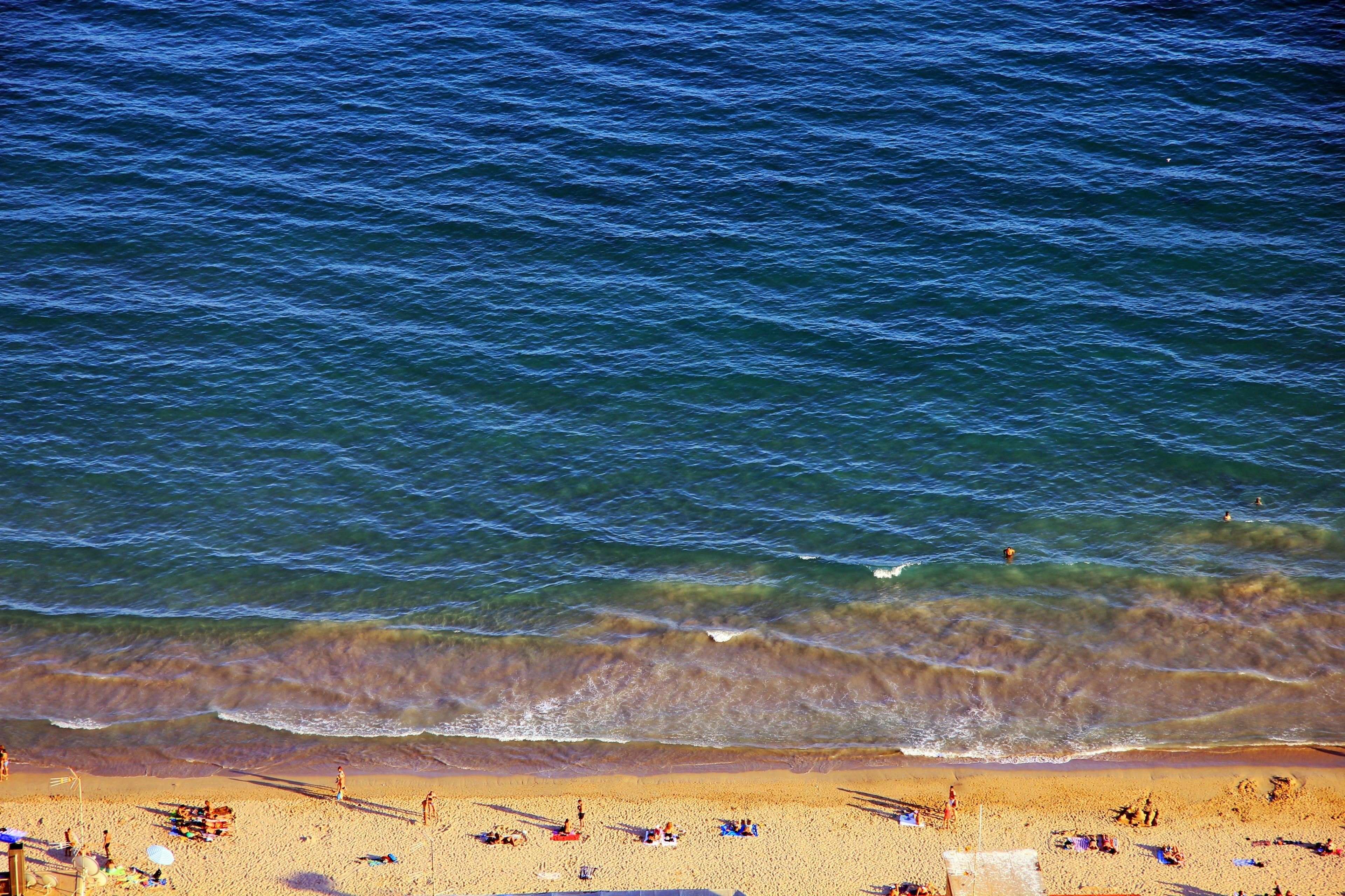 Vergeet op vakantie in Alicante al je zorgen met een middagje aan het strand van Playa de la Albufereta. Sla tijdens je vakantie de winkels en de geweldige restaurants in deze romantische omgeving zeker niet over!