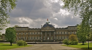 Kráľovský hrad v Lakene