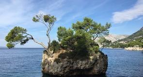 Brela-steinen