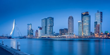 Nice spot of the Rotterdam skyline at the #bvsblue hour 😉  JUST FOLLOW THE PIN TO GET THERE 📌 ⬇️⬇️ Make my day and follow me also at: ⬇️⬇️ https://www.instagram.com/mistermirrorless/ https://www.facebook.com/dennisdondersphotography/ https://500px.com/dennisdonders www.flickr.com/photos/denniskuh1896