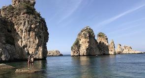 Pláž Faraglioni