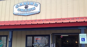 Canine Creek Dog Wash & Pet Boutique