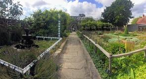 Jardines y Casa Tudor