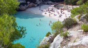 Pantai Cala Macarella