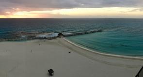 Gaviota Azul Beach
