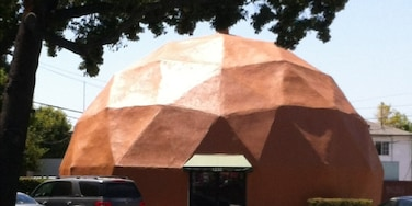 I don't know what this geodesic dome is, but it's cool. Directly across the street from AAA in Glendale.