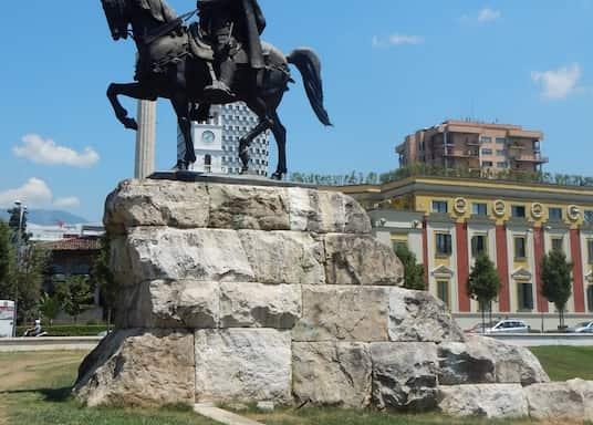 ティラナ, アルバニア