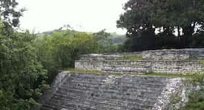 Yacimiento arqueológico maya de Tenam Puente