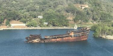 Ship wreck Roatan #Adventure