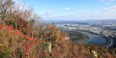 One more from the trip to Chattanooga earlier in the month. This is also up at point park on top of Lookout mountain. looking down on the city below