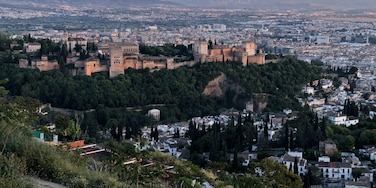 Sunset over the Alhambra as seen from the San Miguel viewpoint in #Granada #Spain #LifeatExpedia