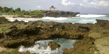 Rock Formation, Bolinao.  Weekend trip with childhood friends. The trip that started it all. #beach #nature #choosephilippines  Started writing about my trips Roambear recently. Been checking my drive for my old photos and I realized just how beautiful each trip was. For those employed full-time in the Philippines, I have written tips on how to travel frequently despite work commitments and monthly bills, please check: https://www.roambear.com/stories/57c00f17bd046305188b4567
