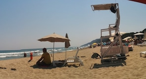 Irakli pludmale