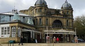 Budova opery vmeste Buxton