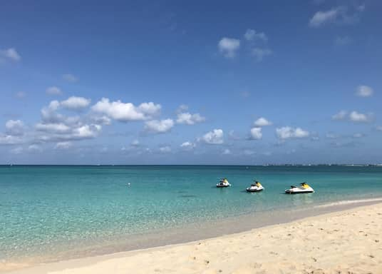 سيفن مايل بيتش, جزر كايمان