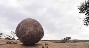 クリシュナ バターボール (巨大岩)