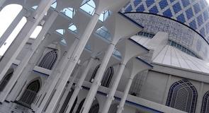 蘇丹薩拉丁阿卜杜勒阿齊茲沙阿大廈