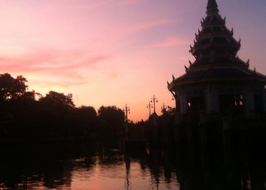 暖武里府, 泰國