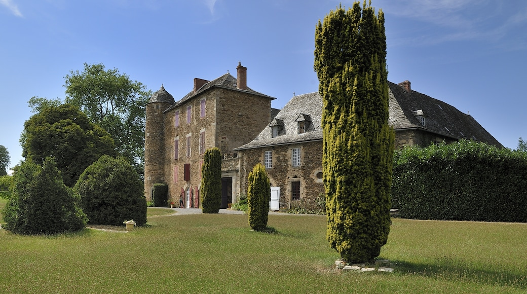 """Photo """"Chateau du Bosc"""" by Pipobox (page does not exist) (CC BY-SA) / Cropped from original"""