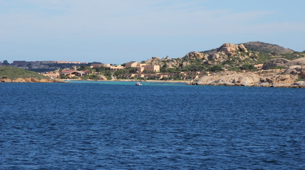 """Foto """"Isla de Santo Stefano"""" de Discanto (CC BY-SA) / Recortada de la original"""