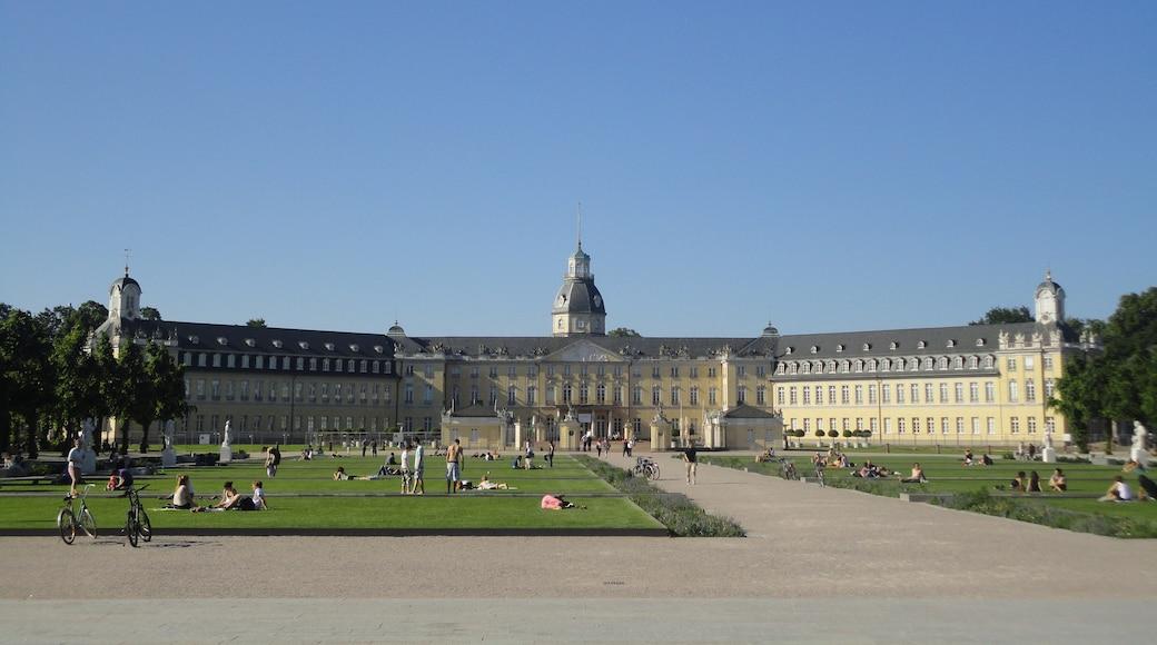 """Foto """"Schloss Karlsruhe"""" von A.Unnewehr (page does not exist) (CC BY-SA)/zugeschnittenes Original"""