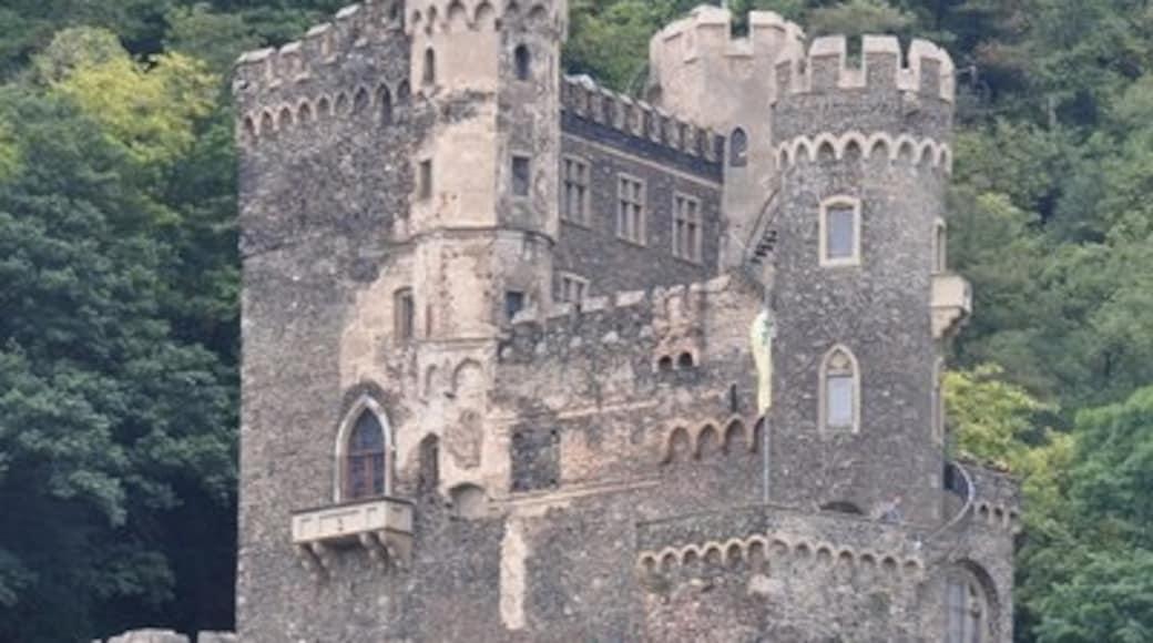 """Foto """"Burg Rheinstein"""" von Lewis Clarke on geo.hlipp.de (CC BY-SA)/zugeschnittenes Original"""