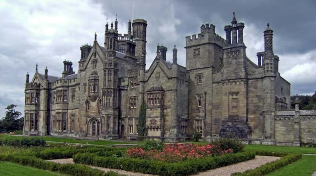 """Photo """"Margam Castle"""" by Robert Davies (CC BY-SA) / Cropped from original"""