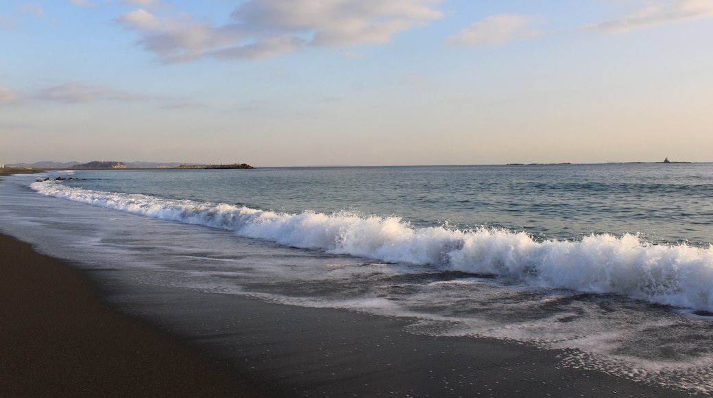 """Photo """"Southern Beach Chigasaki"""" by くろふね (CC BY) / Cropped from original"""