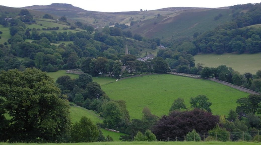"Photo ""Hathersage"" by Dave Bevis (CC BY-SA) / Cropped from original"