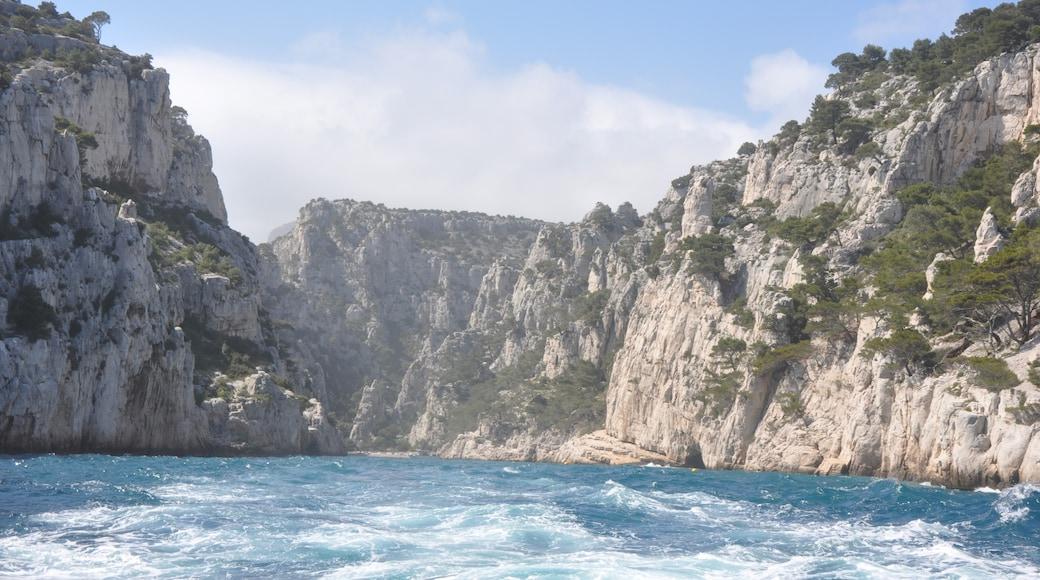 «Calanque de Port-Miou», photo de M.Strīķis (CC BY-SA) / rognée de l'originale