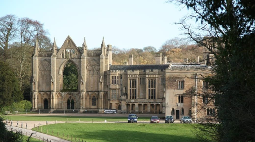 "Photo ""Newstead Abbey"" by Richard Croft (CC BY-SA) / Cropped from original"