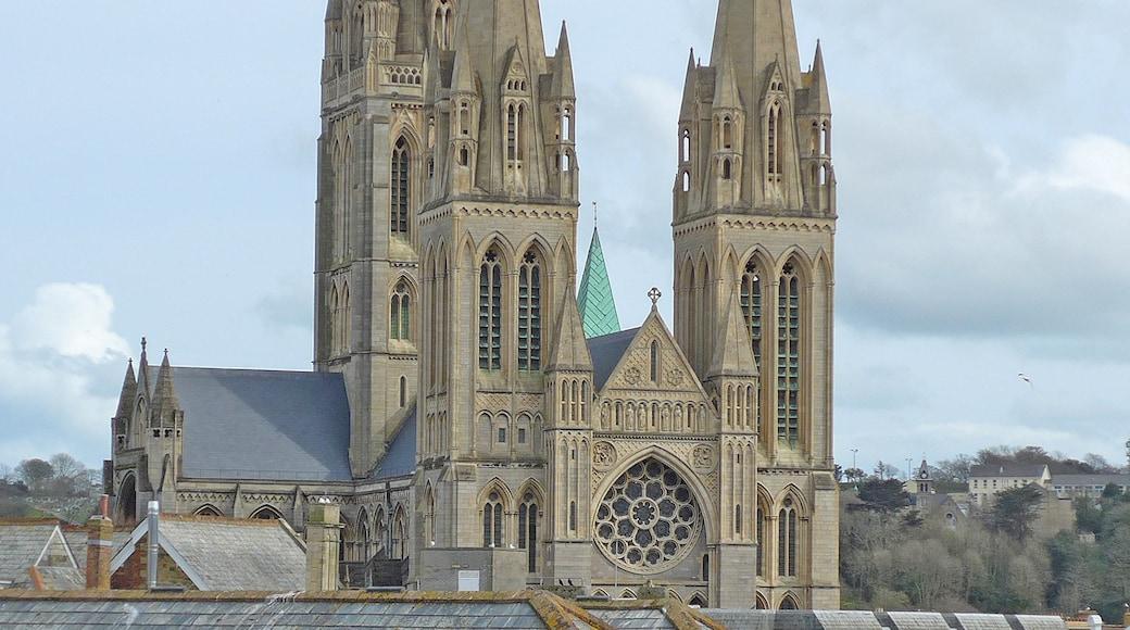 «Cathédrale de Truro», photo de Tim Green (CC BY) / rognée de l'originale