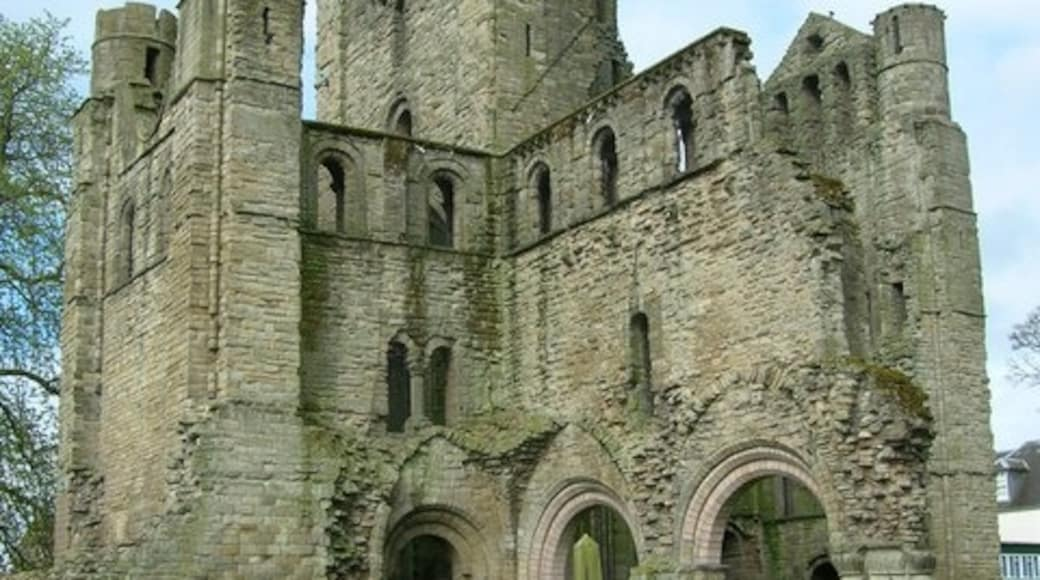 """Photo """"Kelso Abbey"""" by JThomas (CC BY-SA) / Cropped from original"""