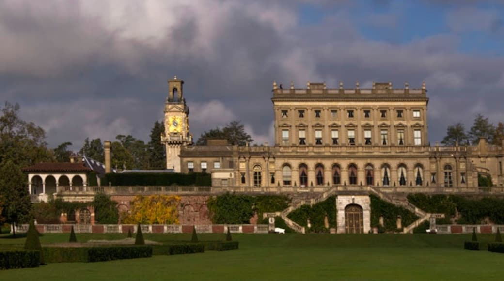 """Photo """"Cliveden House"""" by Wyrdlight (CC BY) / Cropped from original"""