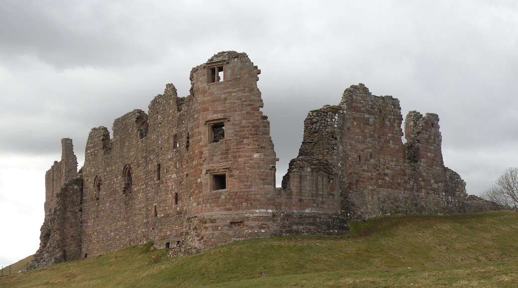 """Photo """"Brough Castle"""" by malcolm tebbit (CC BY-SA) / Cropped from original"""
