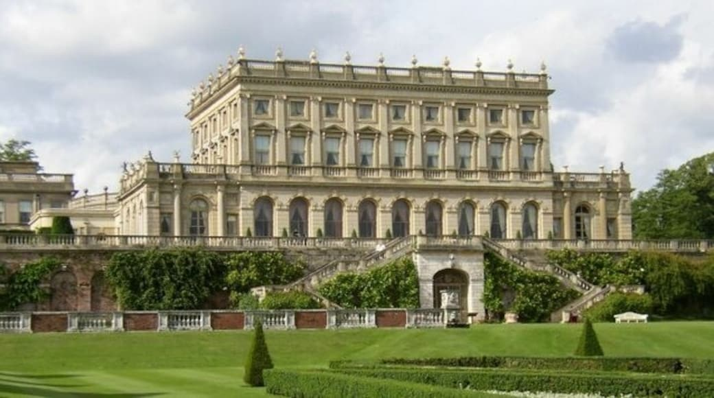 """Photo """"Cliveden House"""" by Roger (CC BY-SA) / Cropped from original"""