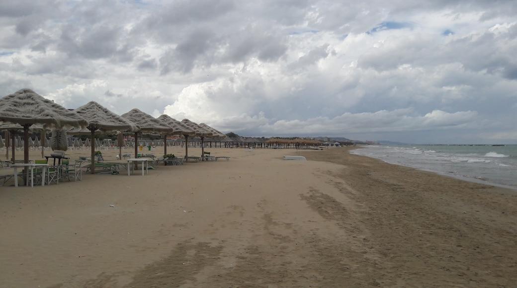 """Foto """"Strand von Pescara"""" von maury3001 (CC BY)/zugeschnittenes Original"""