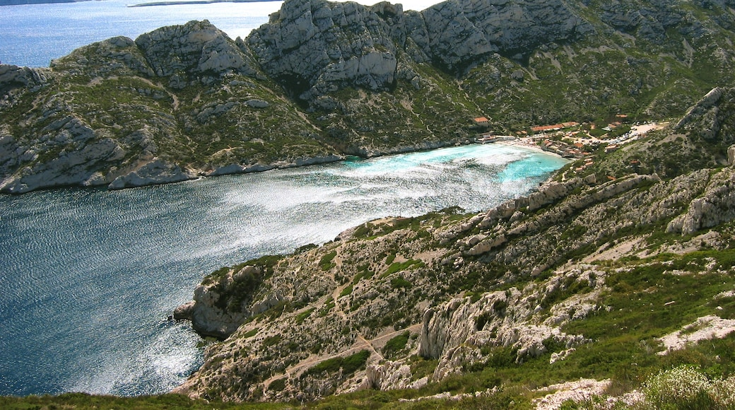 """Photo """"Calanque Sormiou"""" by Jo19 (page does not exist) (CC BY-SA) / Cropped from original"""